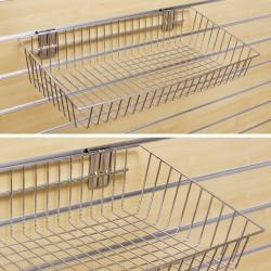 Chromowany koszyk ekspozycyjny wykonany z drutu o wymiarze: 300mm (głębokosć) x 610mm (szerokość) x 75mm (wysokość) .